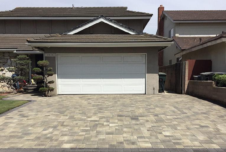 Gray-Charcoal-Moss Courtyard Driveway