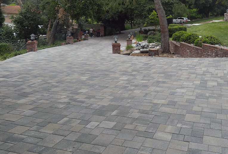 Gray Moss Charcoal Driveway Angelus Paving Stones